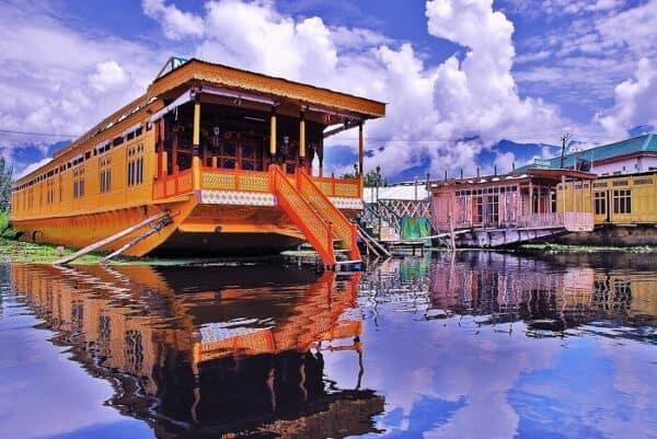 kashmir tour, hotels at shirinagar near dull lake