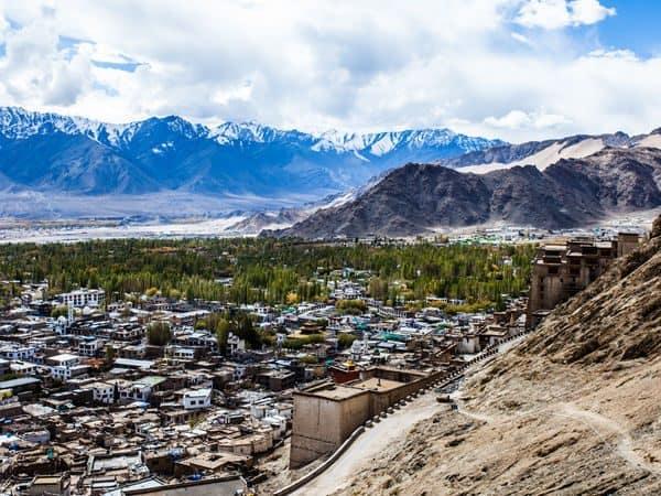 mountain trail to ladakh himalayn footslog