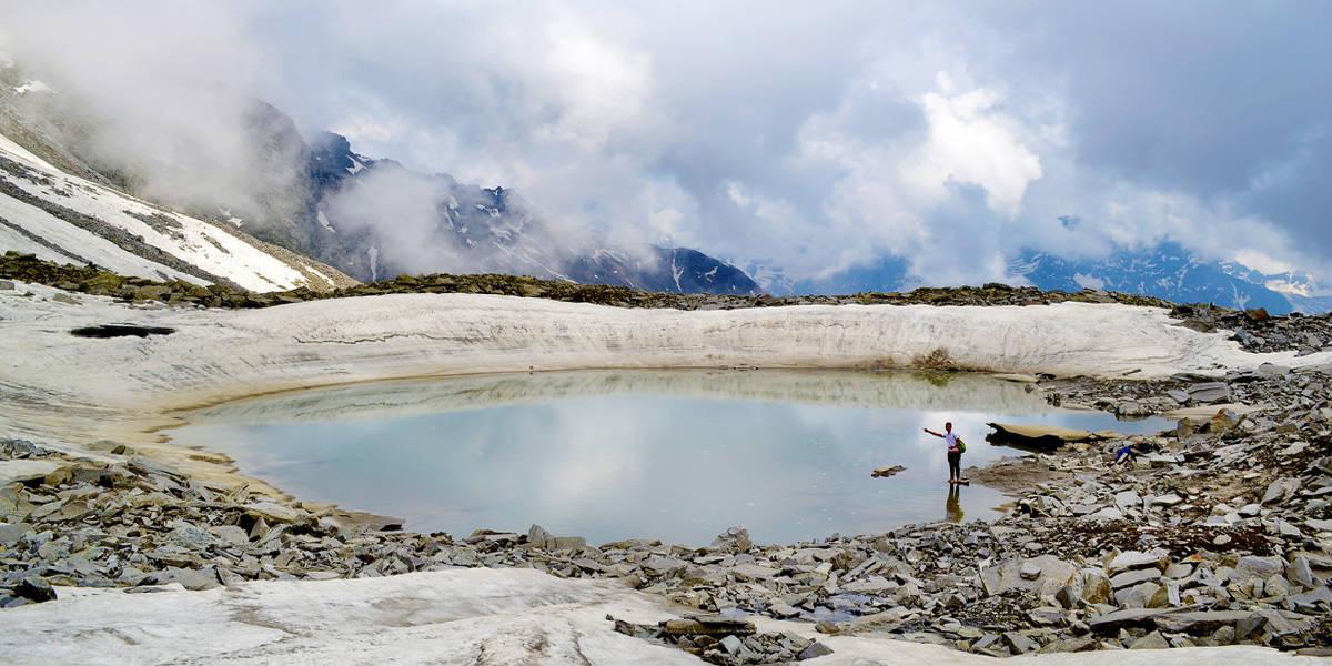 chandrernahan 5th lake trekking at himachal pradesh