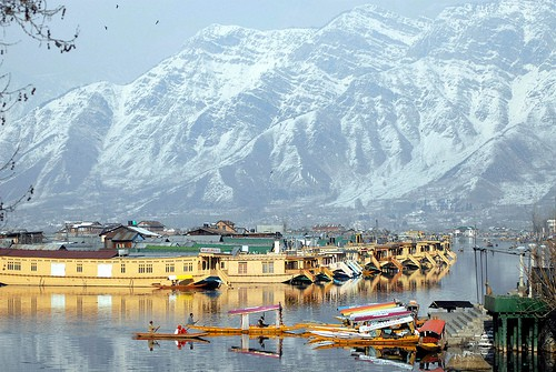kashmir-attracts-foreign-tour-operators